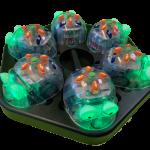 Kuvassa kuusi BlueBot robottia lataustelakassa